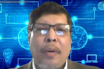 Dr. Víctor López, expositor del Conversatorio.