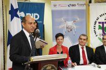 El Dr. Humberto Rodríguez, Director de Panamá Flying Labs, durante la presentación del Proyecto