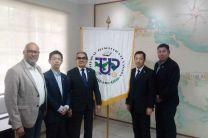 Empresarios chinos en foto con autoridades de la Universidad Tecnológica de Panamá.