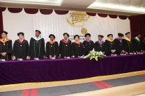 El Ing. Montemayor, junto a los Vicerrectores, Decanos, el Secretario General y el Director del Centro, preparados para el acto de graduación.