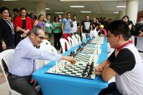 Inicio de la competencia de ajedrez en el campus metropolitano.