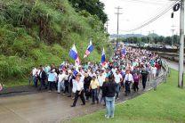 La comitiva de manifestantes se dispone a entrar  a la Vía Ricardo J. Alfaro.