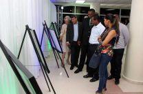 Exposición de fotografías en celebración de aniversario de Brasil.