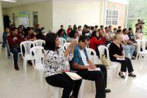 Estudiantes de la Facultad de Ciencia y Tecnología de la UTP participaron en un conversatorio con escritores de cuentos.