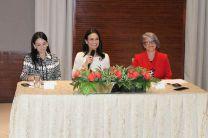 Participantes de la mesa principal Su Excelencia Isabel Saint Malo de Alvarado, Vicepresidenta y Canciller de la República, la Viceministra de Asuntos Multilaterales y Cooperación, María Luisa Navarro y la Directora de Cooperación Internacional, Selina Baños.