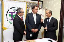 El Rector Montemayor, el Representante del BID, Cambiasso y el Director del Proyecto, Dr. Rodríguez, intercambian opiniones.