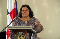 La Dra. Elba Valderrama, presentó el proyecto.