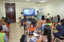 La Dra. Beatriz Vergara Ortega, de la Fundación de Artritis Reumatoidea de Panamá, ofrece una charla en el área de Discapacidad Viceral.