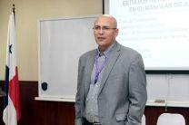 Dr. Orlando Aguilar, da la bienvenida a los participantes.