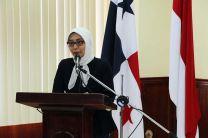La Canciller de la Embajada de Indonesia en Panamá, Tomi Ayu Lastari.