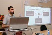 Doctorando Diego Jiménez ponente del tema: Machine Learning.