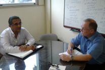 Dr. Patrick Brisett y el Ing. Johnny Cuevas, de la ACP.