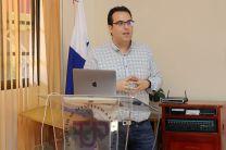 PhD. Gabriel Villarrubia, explica las generales y líneas de Investigación del Grupo de Investigación Multidisciplinar.
