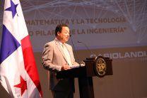El Decano de la Facultad de Ciencias y Tecnología, Dr. Ricardo  López.