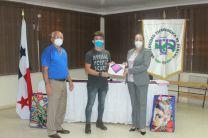 Centro Regional de la UTP en Azuero, entrega bolsas de comida a estudiantes.