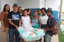 Grupo de colaboradores que asistió a la entrega de canastillas en el Hospital Manuel Amador Guerrero.