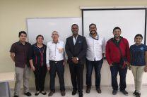 El Dr. Oscar Chang, con autoridades y docentes de la FISC.