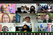 Administrativos y estudiantes