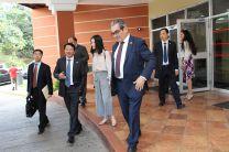 Luego de la firma, los representantes de CSU hicieron un recorrido por el campus de la UTP.