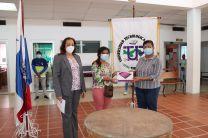 Los estudiante recibieron las tablets por la parte de la Ing. Yaneth Gutiérrez.