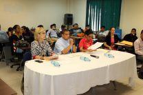 Estudiantes presentaron su tema ante un jurado.
