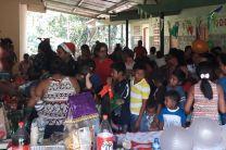Niños de Cañazas reciben donaciones.
