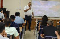 Estudiantes asisten a seminario de inducción.