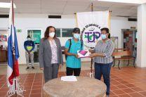 La Ing. Yaneth Gutiérrez hizo entrega de las tablets.