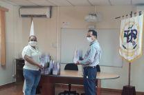 Director del Centro Regional entrega viseras de protección facial a personal de la Alcaldía de Soná.