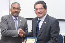 Dr. Héctor Montes, recibe Premio a la Excelencia Académica.