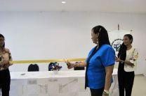 Corte de cinta a cargo de la Ing. Yaneth Gutiérrez, Directora del Centro Regional de Coclé