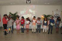 Niños del curso presentando sus puntos al publico.