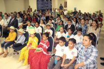Un auditorio colmado de niños de escuelas primarias de Aguadulce, durante presentación.