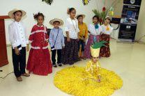 Los niños de Aguadulce debidamente ataviados para para la ocasión.