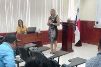 La Ing. Aremis Ramos, dicta la charla sobre Evaluación del Desempeño en la UTP.