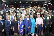 Gobierno Nacional entrega becas para estudios de Ingles