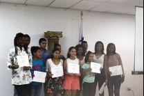 Entrega de certificados a los participantes del English Summer Course.