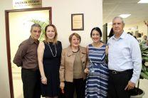 Esposa e hijos del Dr. Eduardo Pravia.