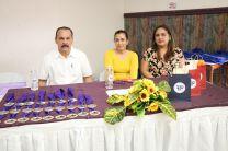 Mesa Principal: Licdo. Abdiel Saavedra, Ing. Evidelia Gómez e Ing. Hilda Castro
