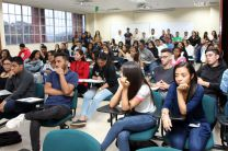 Estudiantes del curso Formación de Emprendedores durante la conferencia.