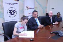 SUCASA firma convenio con la UTP.