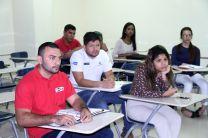 Estudiantes asistentes a la charla informativa