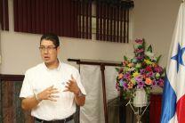 Secretario Ejecutivo del Comité Organizador Local de la JMJ Panamá 2019, el Sr. Víctor Cheng, dando las gracias a la UTP Chiriquí