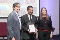 El Dr. Alexis Tejedor, recibió certificado de reconocimiento.