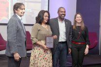 Los investigadores de la UTP, Viccelda Domínguez y Ariel Grey reciben reconocimiento.