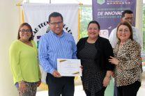 Expertos invitados de 8 países recibieron certificados de participación en la reunión de CECIAC.