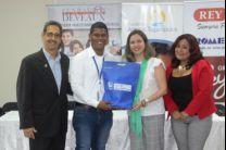 Estudiante beneficiado con beca de la Fundación Deveaux y Tagaropulos