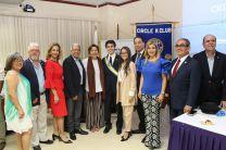 Roberto Castillero, junto a directivos kiwanis, el rector e invitados.