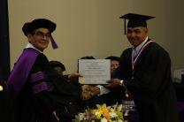 El Rector Montemayor Ábrego, entregó el Diploma al Licdo. Miguel González Álvarez.