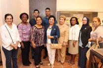 Autoridades y estudiantes de la UTP junto a personal del MEDUCA y del Museo El Caño.